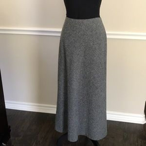 Old Navy wool blend fully lined skirt. Size 8